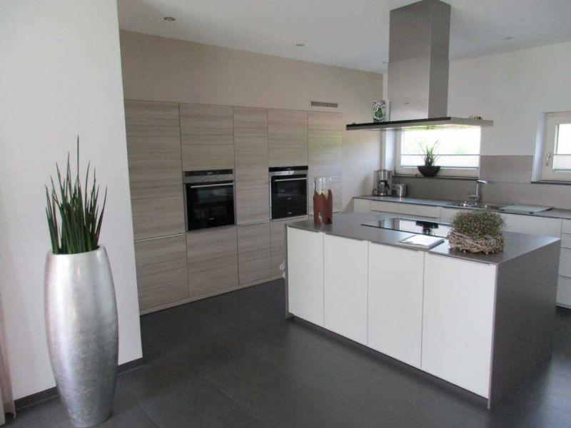 Granitplatten küche  LEICHT Küchen; Küche I in Weilheim #LEICHT #lack #glanz #silestone ...