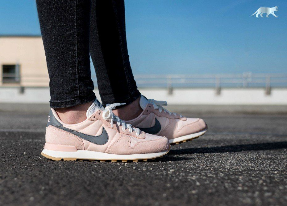 Nike Wmns Internationalist (Sunset Tint / Cool Grey - Summit White)