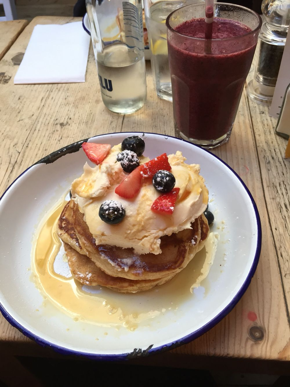 LONDON - Food • The breakfast club #London #Food #Breakfast #Pancakes #Juice #TheBreakfastClub #Angel