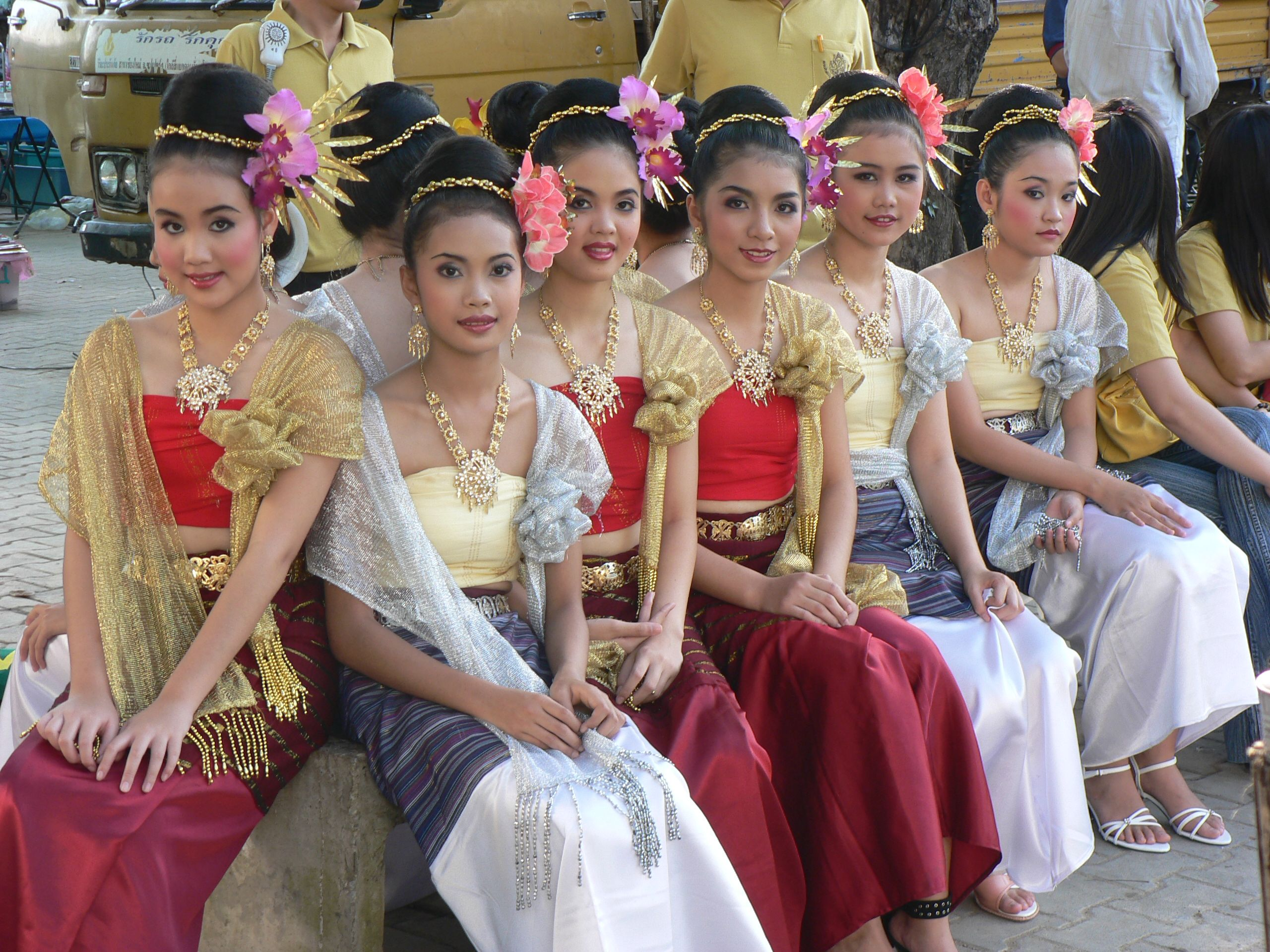 dating in thai culture and customs