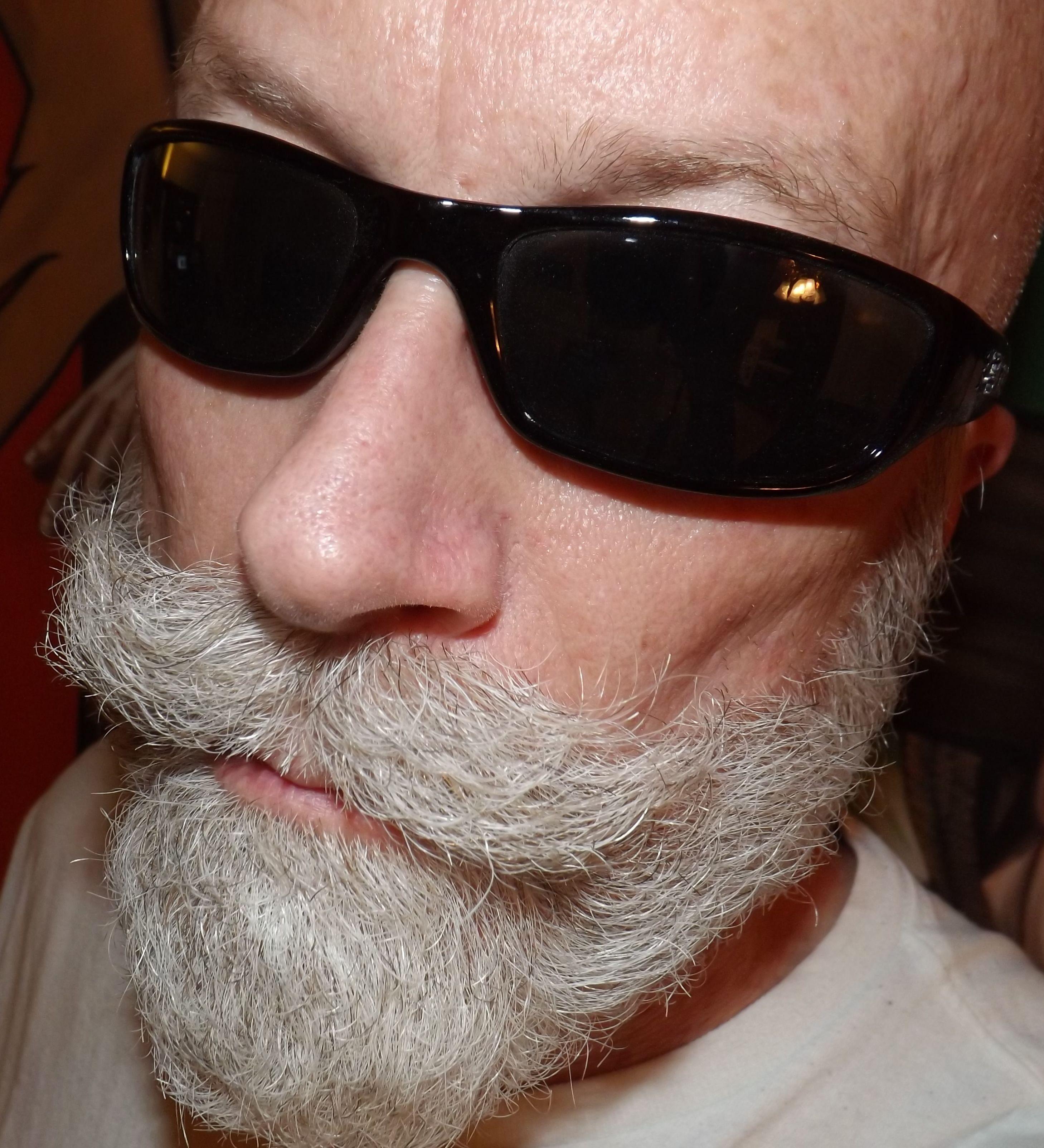 Who doesnt look good with Ray Bans??   Mens sunglasses, Beard haircut, Sunglasses