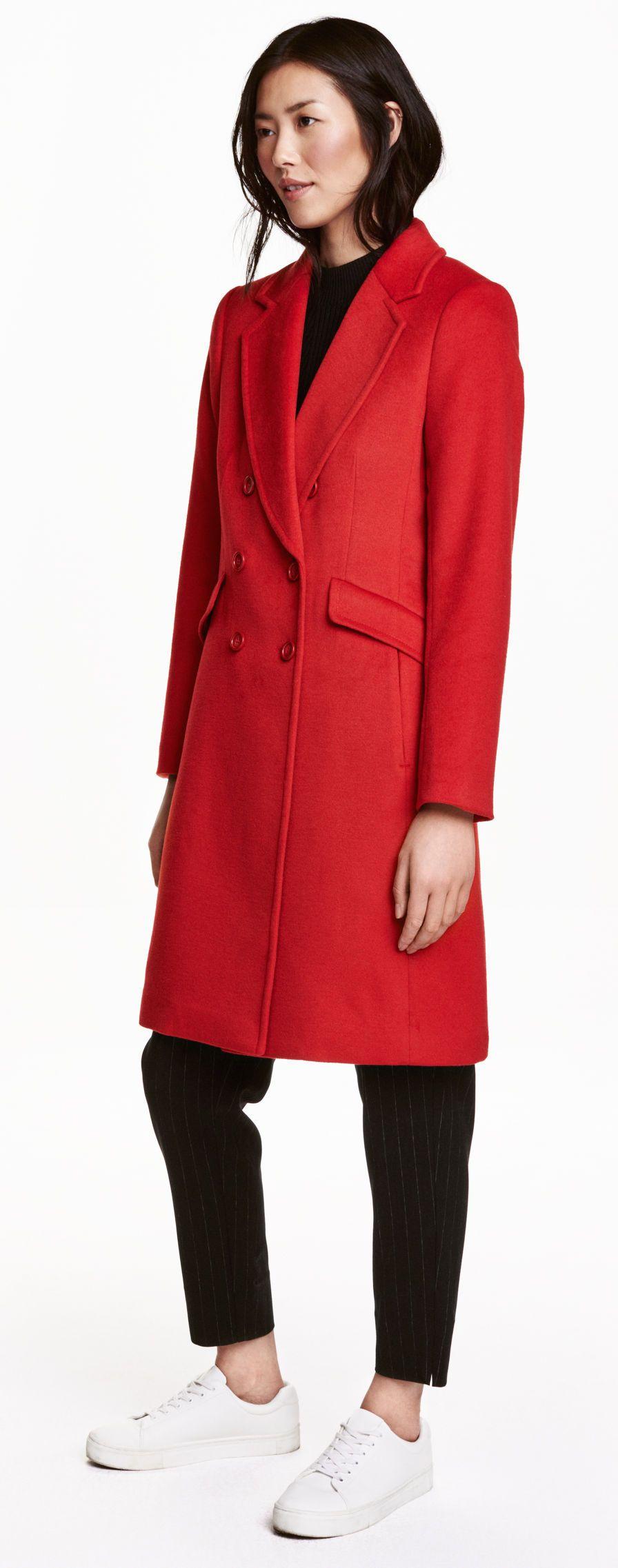 Photo of BUTIKK: Rød H&M frakk. Bruk med elektrisk blått eller eplegrønt!
