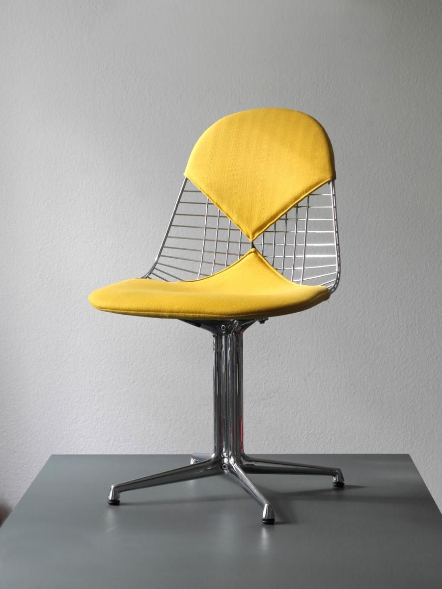 Vintage DKR-2 Wire Chair with La Fonda Base in Chrome by Charles ...