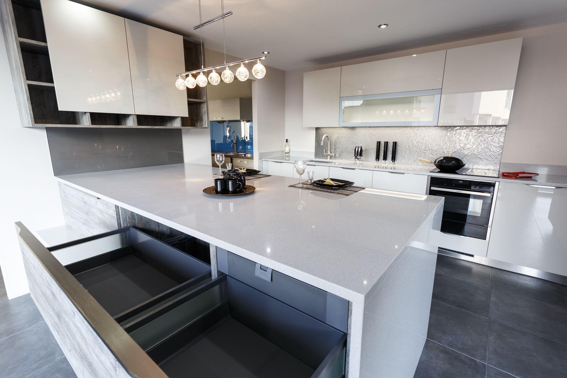 Handles: TWIN Appliances: NEFF/FRANKE Worktop: Silestone - SILVER ...