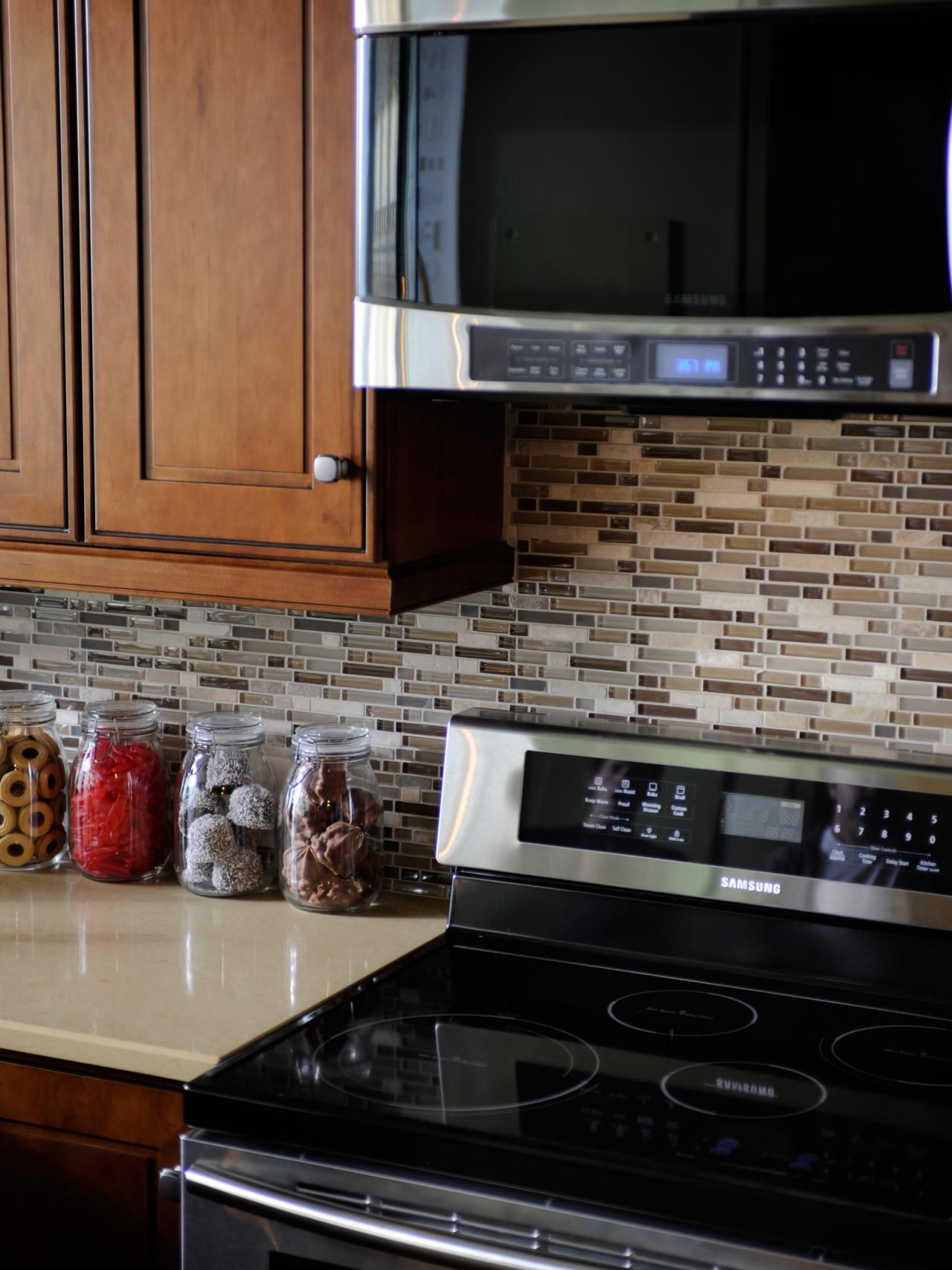 Glass tile backsplash ideas pictures u tips from hgtv kitchens
