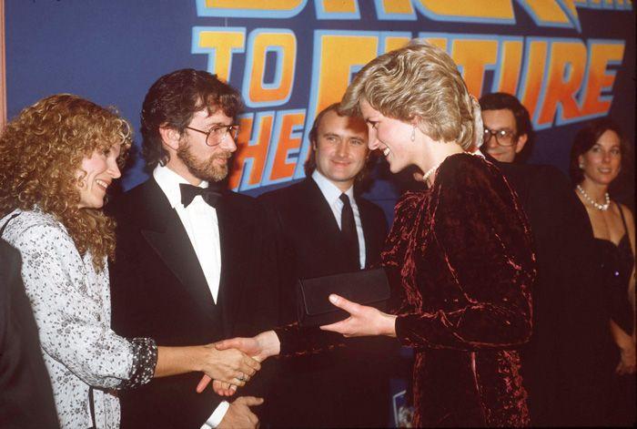 Lady Di estuvo presente durante el estreno de Volver al Futuro en Londres. ¿Cómo recuerda Michael J. Fox esa noche?