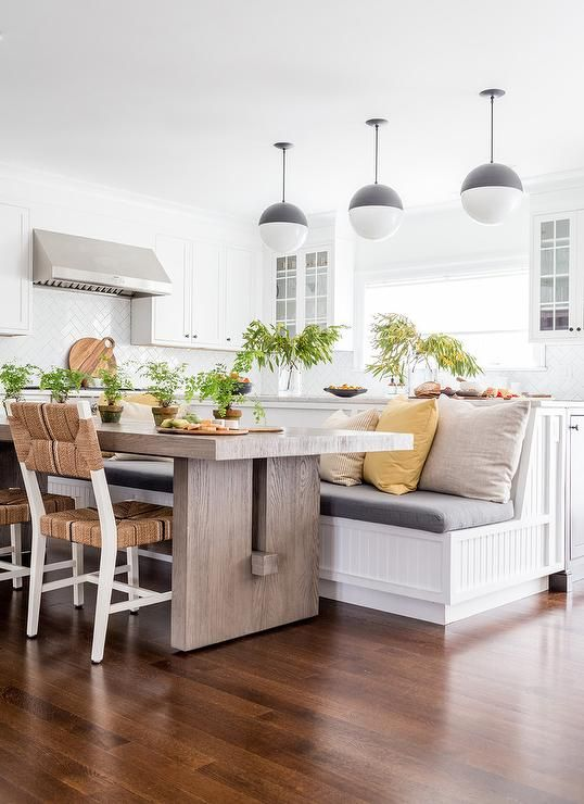 L Shaped Eat In Kitchen Features A Gray Oak Dining Table Seating Rush Seat Dining Chairs And A White Beaboard Banquett Dining Room Design Oak Dining Table Home