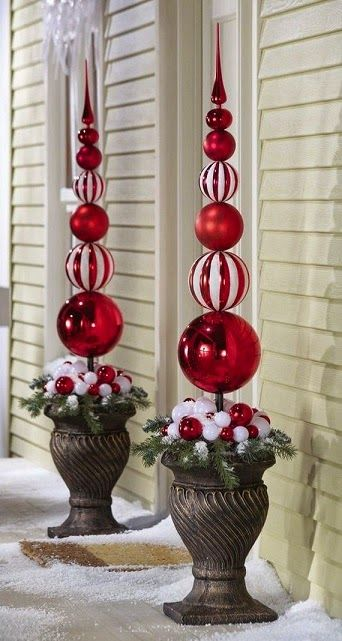 Browse holiday and seasonal decoration designs and ideas for your home. Get a new Christmas decor look with these fabulous Outdoor Christmas Decorations for ... & Holiday Planter Ideas - http://homechanneltv.blogspot.com/2014/12 ...