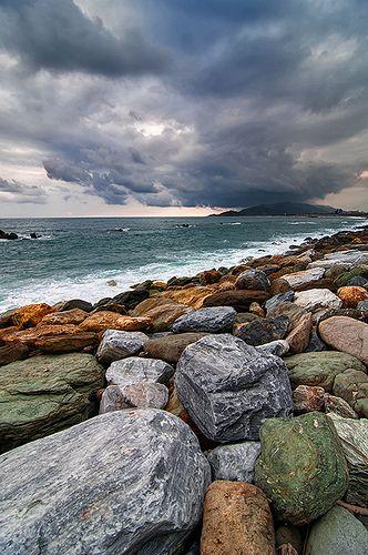 花蓮 - Hualien - Taiwan ~ love the different colored rocks