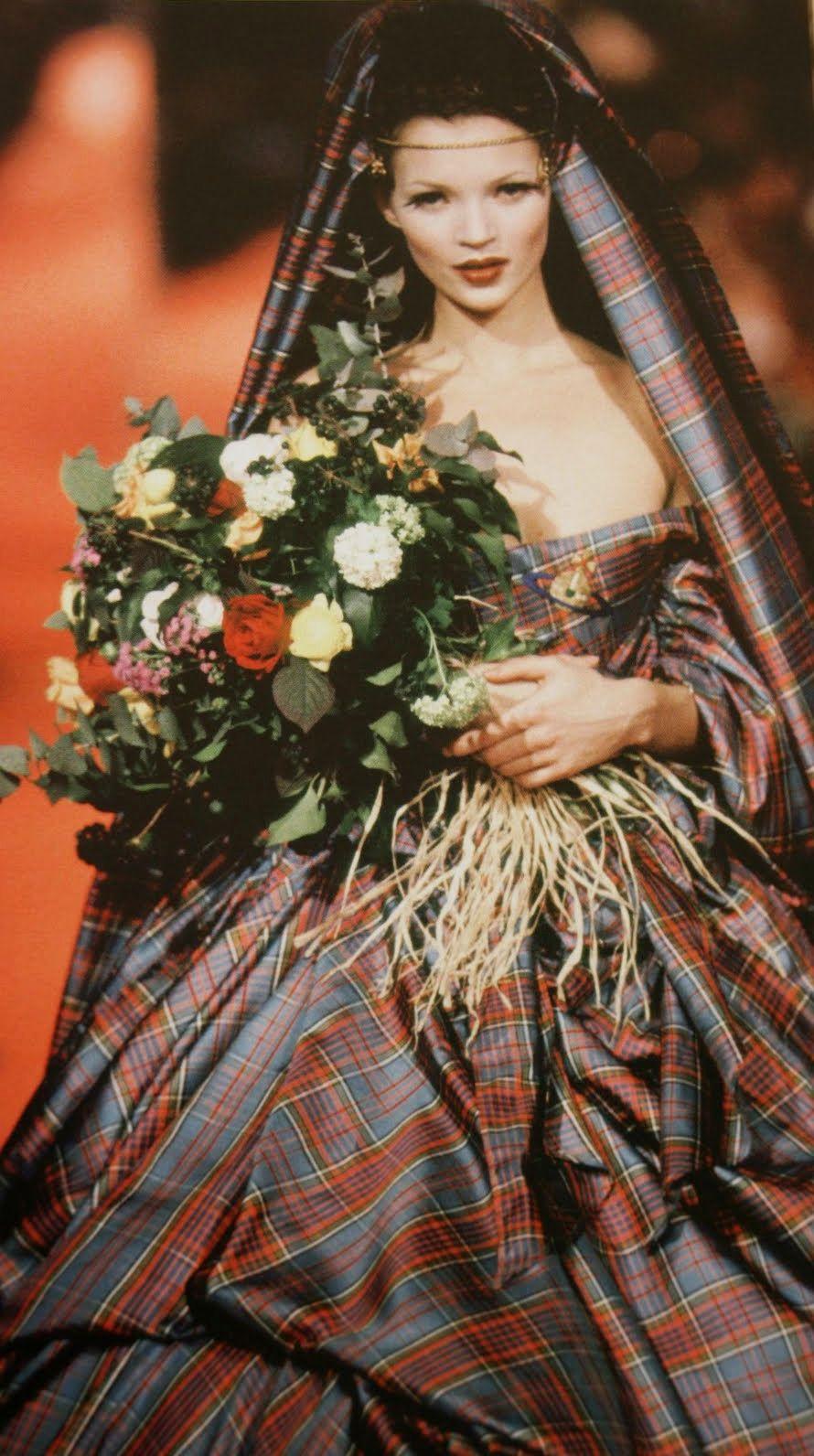 Scottish tartan wedding dress  vivienne westwood uanglomaniau   VIVIENNE WESTWOOD  Pinterest