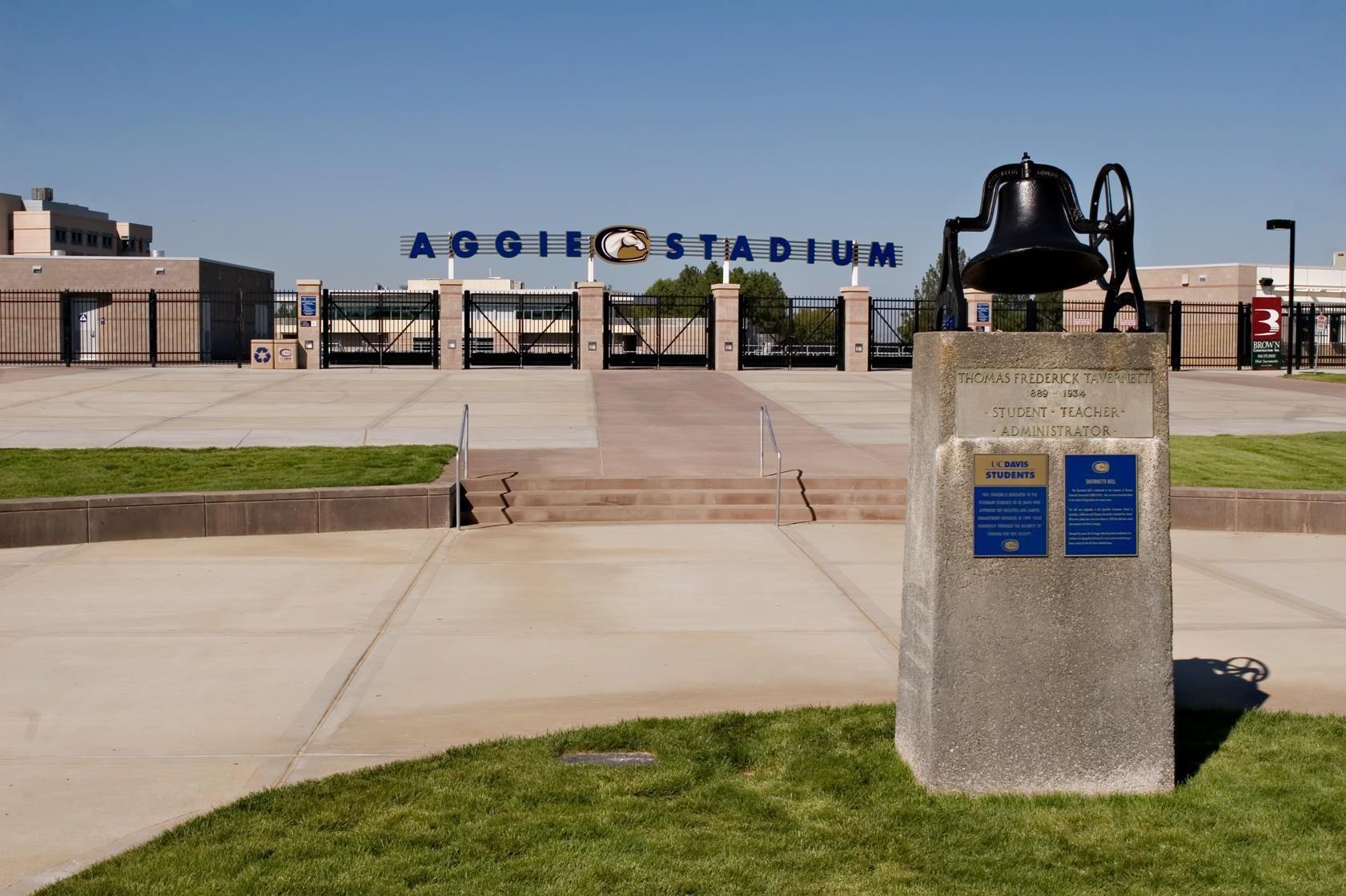 Aggie Stadium Victorious, San francisco bay area, Belle