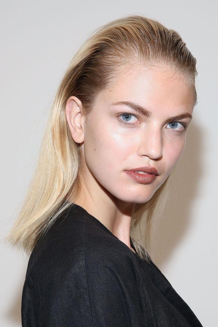 Frisuren Mittellang Nach Hinten Gelen Kaemmen Stylen Blond Kurze Haare Nach Hinten Stylen Haare Nach Hinten Haare Nach Hinten Frauen