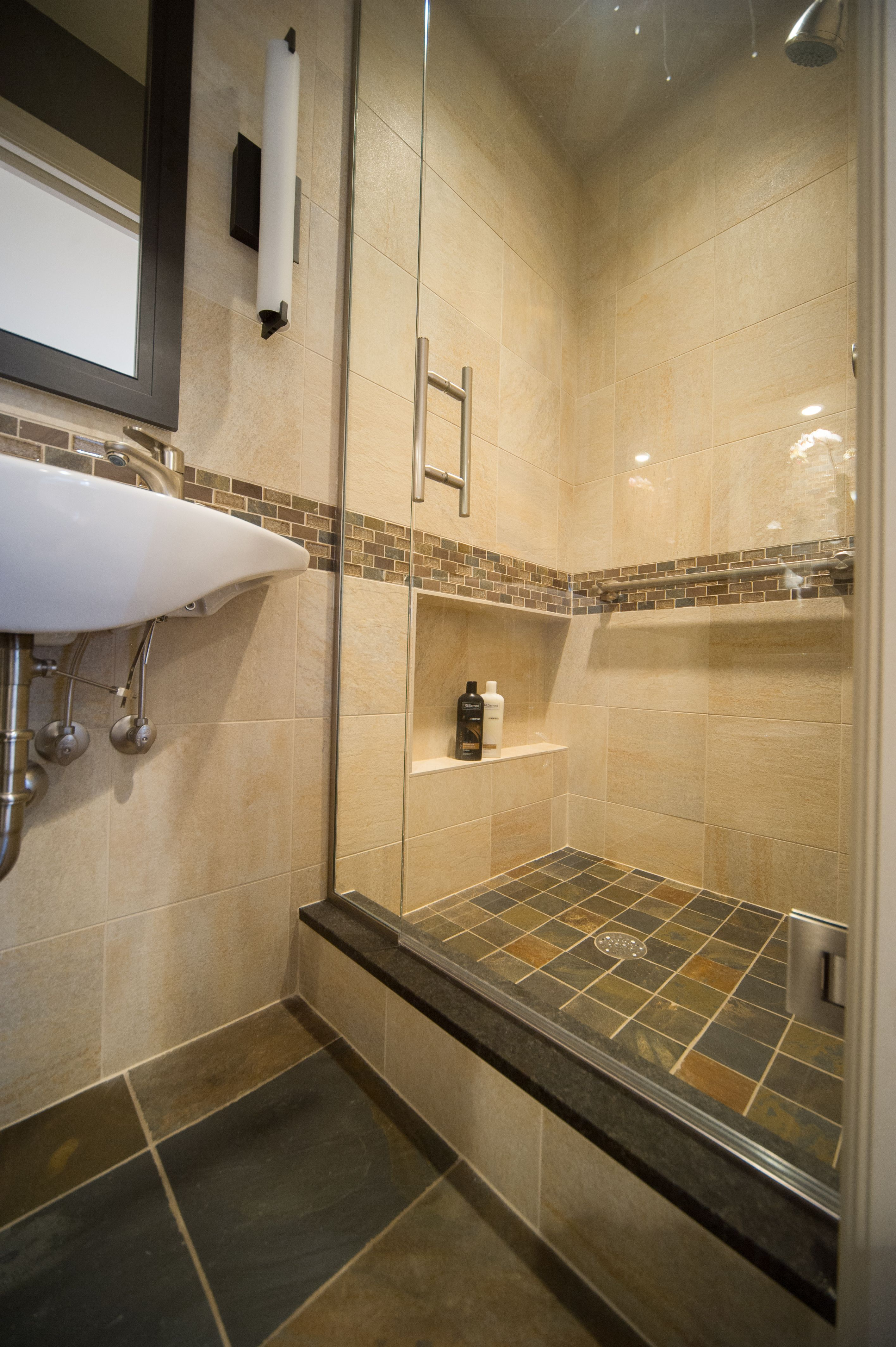 25 bathroom designs ideas for small spaces to look amazing - Simple bathroom designs for small spaces ...