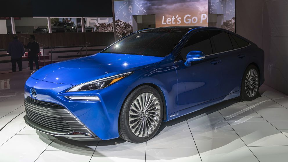 The Toyota Mirai Went From Yuck To Yowza Will It Be Enough In 2020 Toyota Hydrogen Powered Cars Hydrogen Fuel Cell