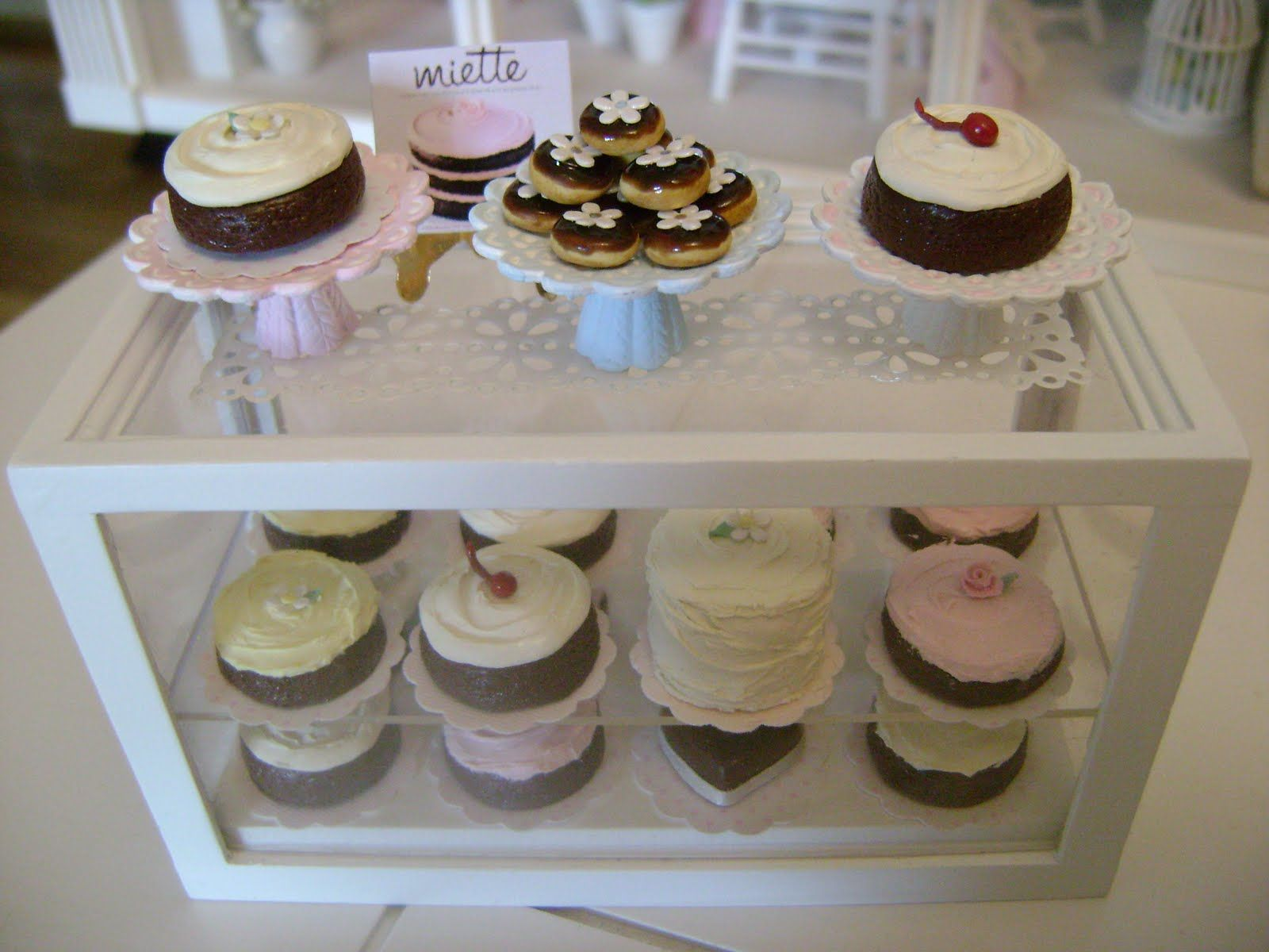 cute idea for mini cakes on display