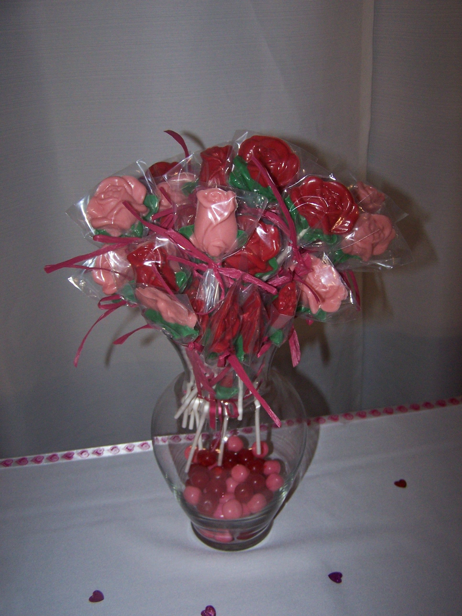 pink and red flower candy vase