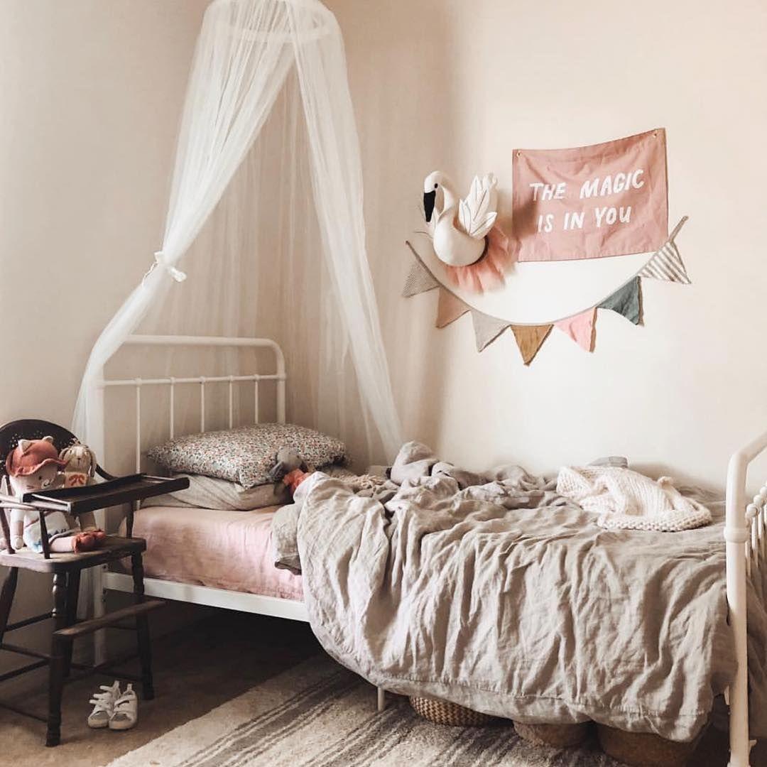 画像に含まれている可能性があるもの 寝室 室内 Floral Pillowcase Pillow Cases Toddler Bed