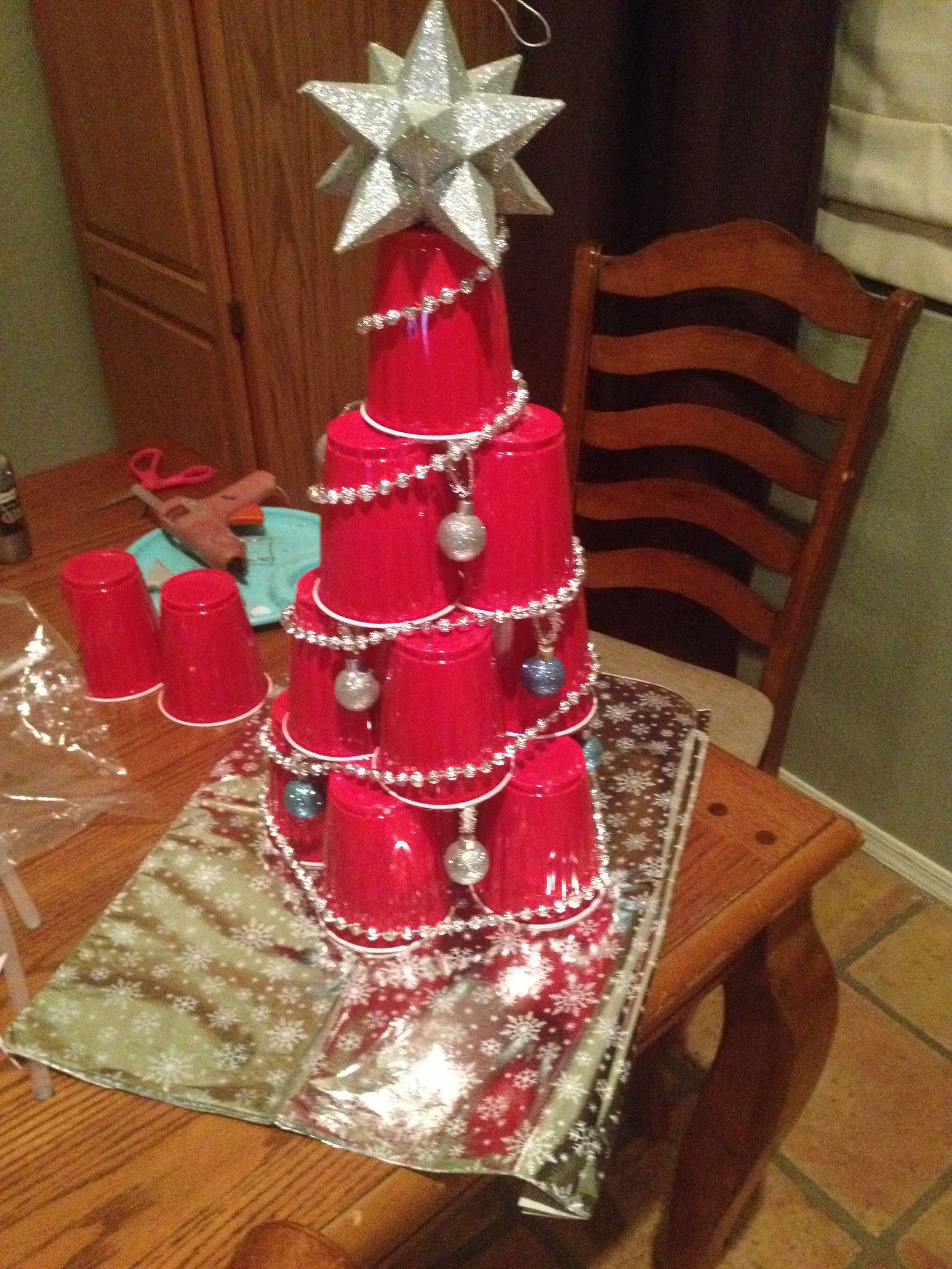 Red Solo Cup Christmas tree craft. To fit it all together you use ...