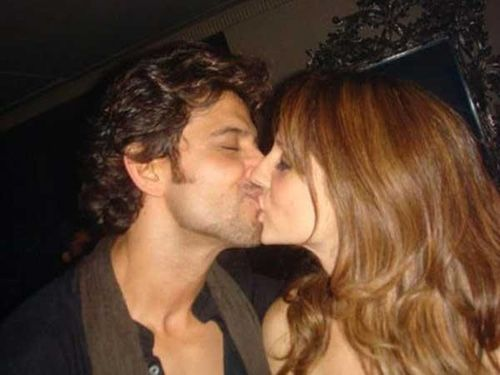 Bollywood Kissing Images Actress Of