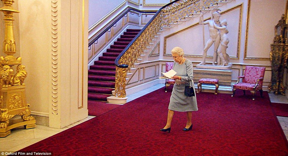 Inside Buckingham Palace The Queenu0027s Bedroom   Google Search