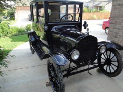 1917 Ford Model T Center Door Sedan 11 900 Ford Models Model T