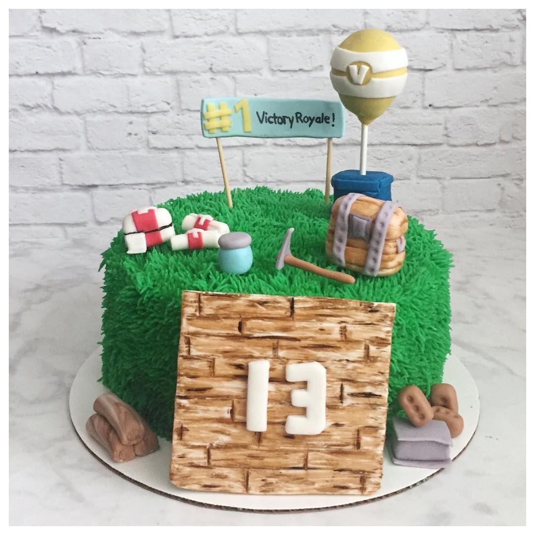 A Fortnite Cake For A 13 Year Old Fortnite Fortnitecake