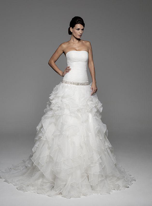 vestido de novia anais de innovias con cuerpo microdrapeado ajustado
