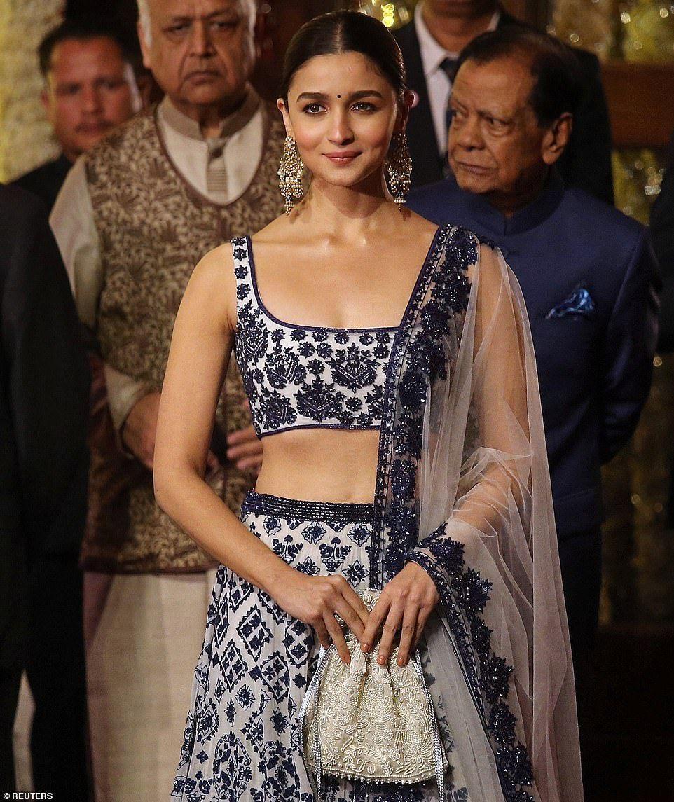 Wedding Isha Ambani Finally Gets Underway Alia Bhatt Lehenga Fashion Indian Dresses