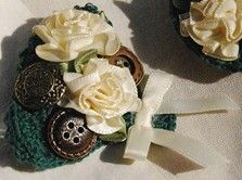 Vintage Fan Pin. A combination of crochet with other materials. A lot of fun!