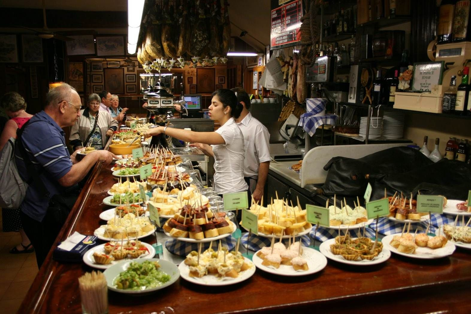 Bar de tapas comer 8 tapas y pinchos pinterest - La cuisine en espagnol ...