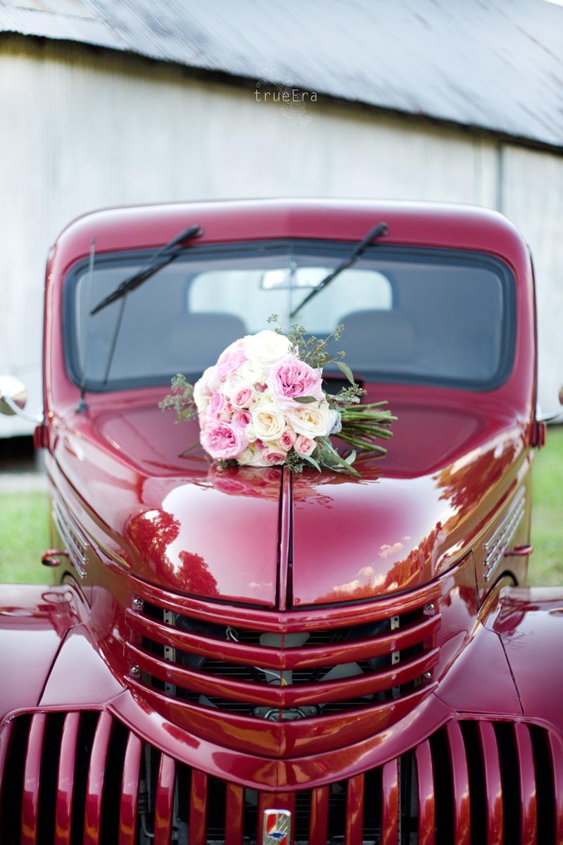 Bride's Bouquet | True Era Photography #weddingphotographer #weddingphotography #bouquet #roses #vintage #red #truck #countrywedding #florida