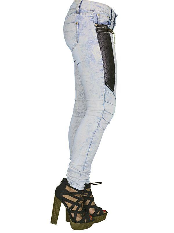 Flotte bukser med fede detaljer. Se flere bukser og leggins på veny.dk