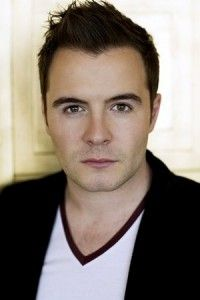 Shane Filan Hairstyle, Makeup, Suits, Shoes and Perfume