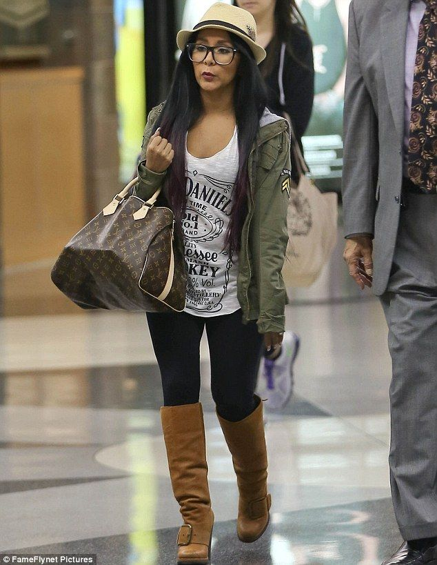1d533d713f1fc Bye bye Mommy! Snooki gets waved off by her baby son as she jets out ...