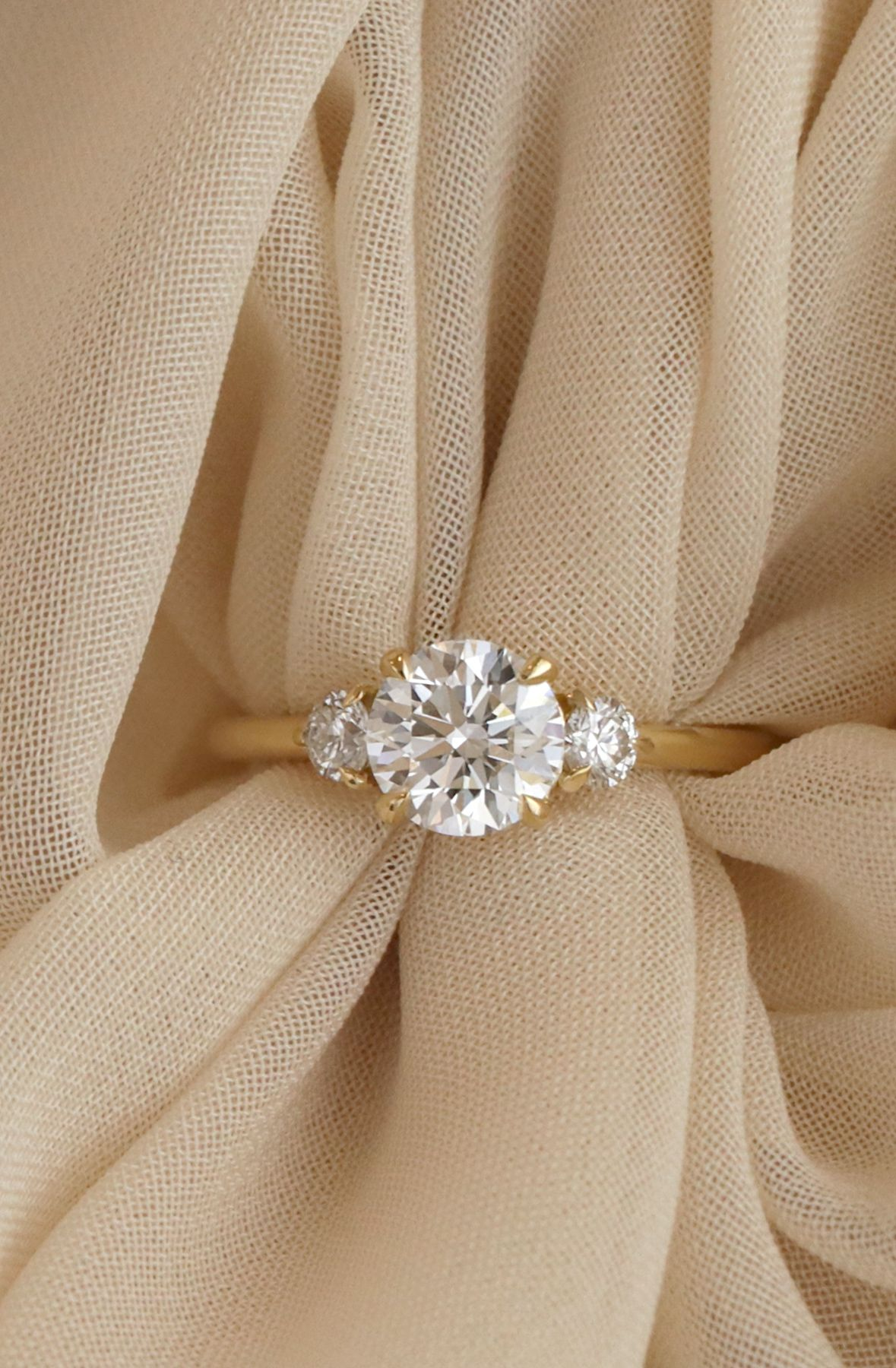 Vow Vrai Oro Wedding The 3 Stone Engagement Ring In 18k Yellow Gold Pretty Engagement Rings Stone Engagement Rings 3 Stone Engagement Rings