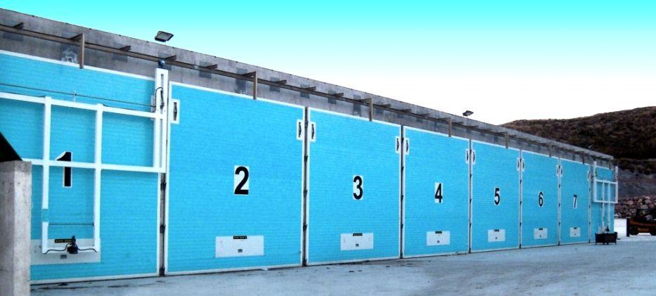 Las #puertas de #compostaje de #AngelMir están construidas en una sola hoja y sin elementos móviles. Su limpieza es muy simple y rápida con agua a presión. La puerta la levanta y la mantiene el mecanismo hidráulico. Puede desplazarse lateralmente de manera práctica y segura. Los materiales empleados en su fabricación son resistentes a la oxidación o llevan tratamientos para protegerlos de ella#compostingdoor