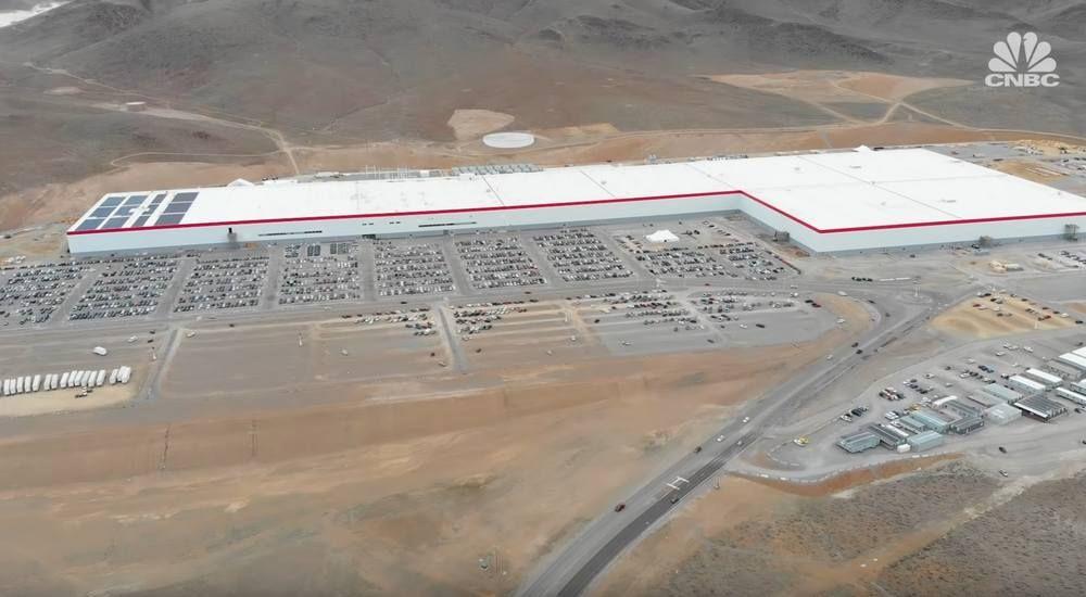A Tour Inside Tesla S First Gigafactory Wordlesstech Tesla S Tesla Tours