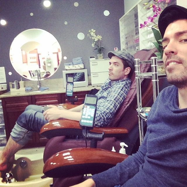 That's right… I'm finally showing @mrsilverscott a typical day in the life of Drew!! #SpaDay
