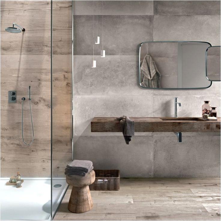Photo of Eine Wandnische in der Dusche bietet Platz für Duschgel und Co
