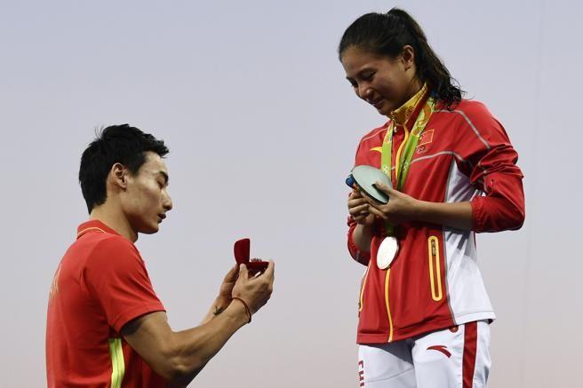 Video: He Zi se va de Rio con medalla y anillo de compromiso