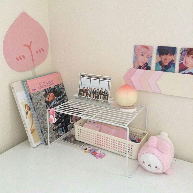 Bts themed bedroom deco aesthetic lightstick pinterest for Dormitorio kpop