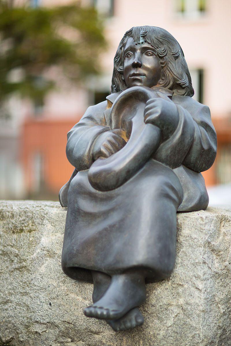 Sculpture 'Momo' (Michael Ende Plazt), by Ulrike Enders, in