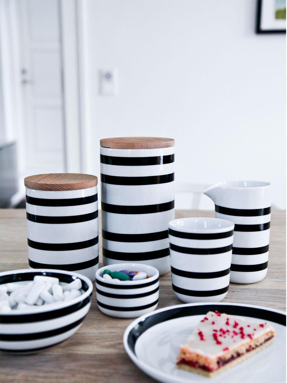 Skandinavisches Porzellan kähler omaggio keramikdose schwarz weiß gedeckter tisch