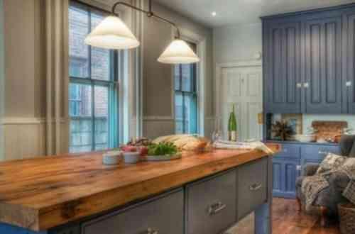 cuisine en bleu avec déco chleureuse