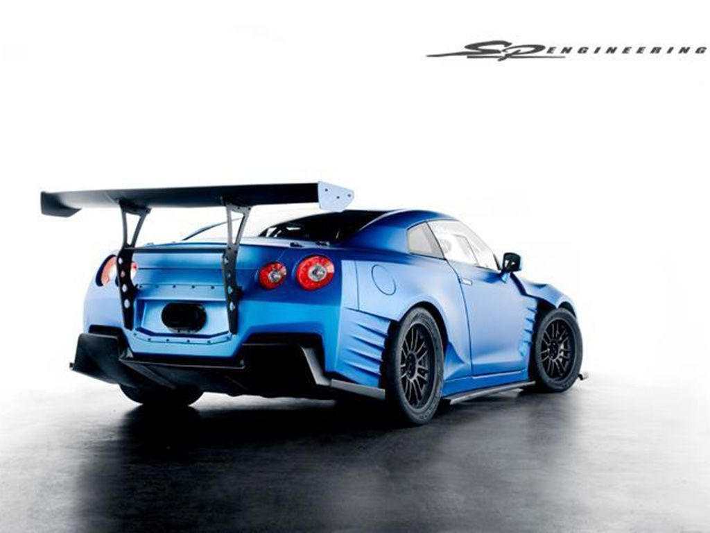 Back view of nissan skyline gtr fast and furious 6