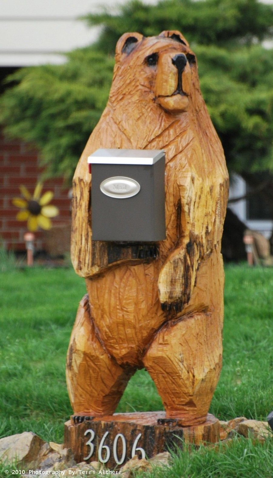 Wood carved bear mail box holder pictures i have taken