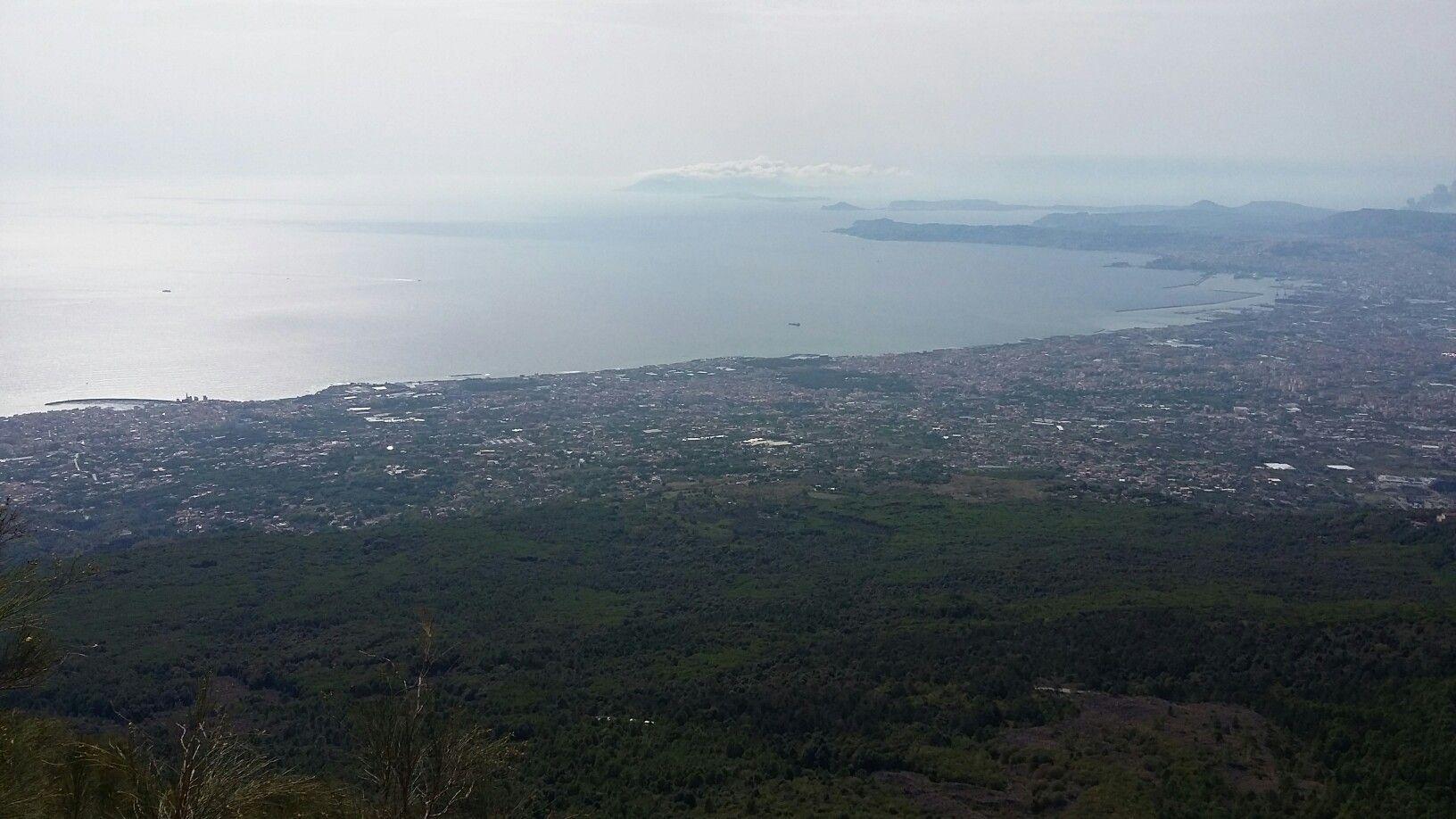 Vue sur la baie de Naples depuis le Vésuve