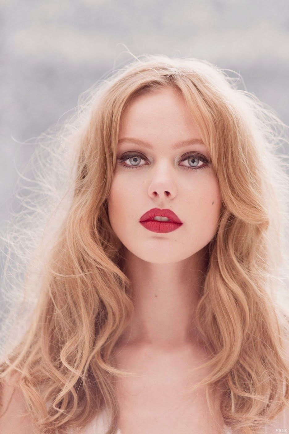Frida Gustavsson earned a  million dollar salary - leaving the net worth at 1 million in 2018