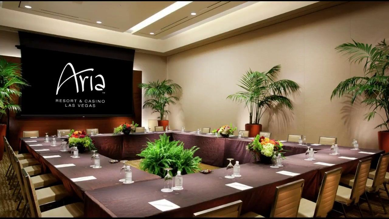 Best Corporate Meeting Room Design Ideas For Small Space 400 x 300