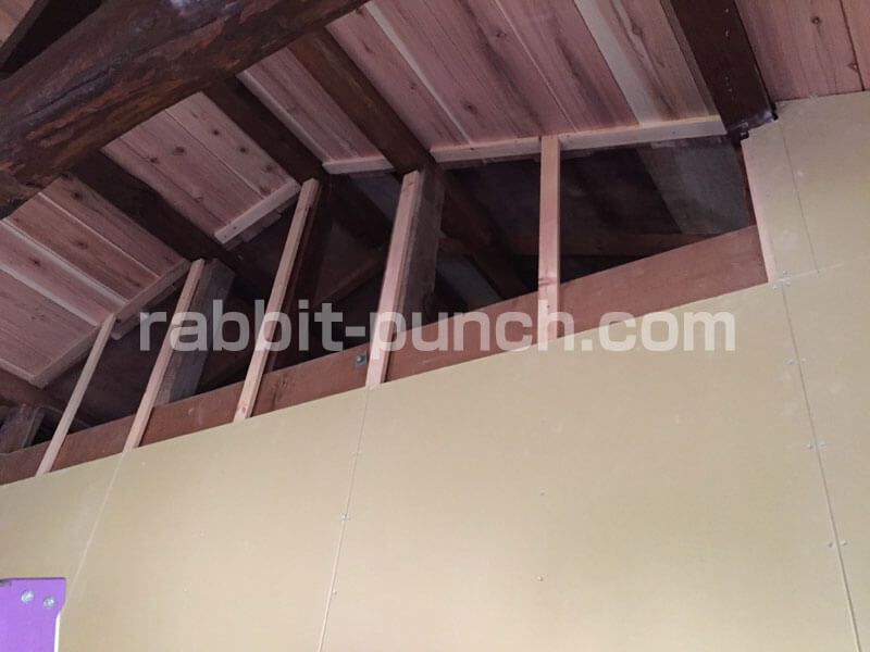 壁下地を組んで石膏ボードを貼る 梁と屋根勾配のカットが鬼門だった 画像あり 石膏ボード